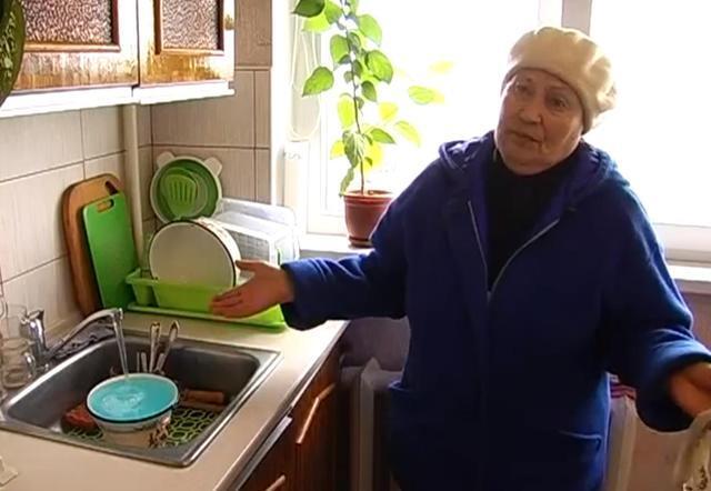 В Крыму из кранов течет синяя вода. Фото. Видео