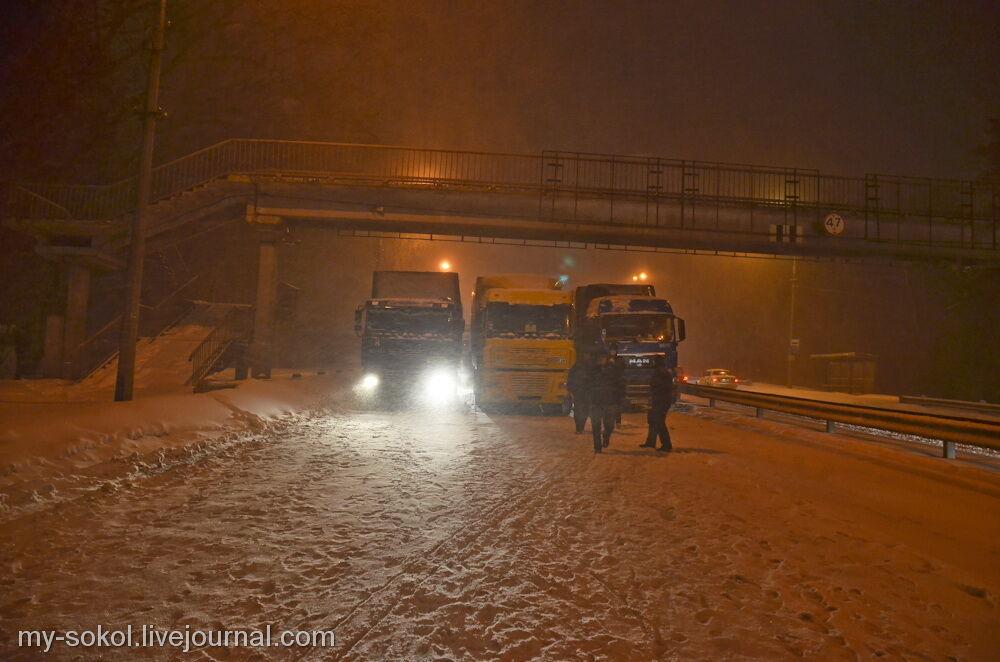 Из-за снегопада въезд в Киев блокируют фурами
