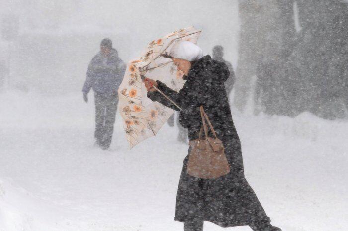 Непогода парализовала три западные области Украины