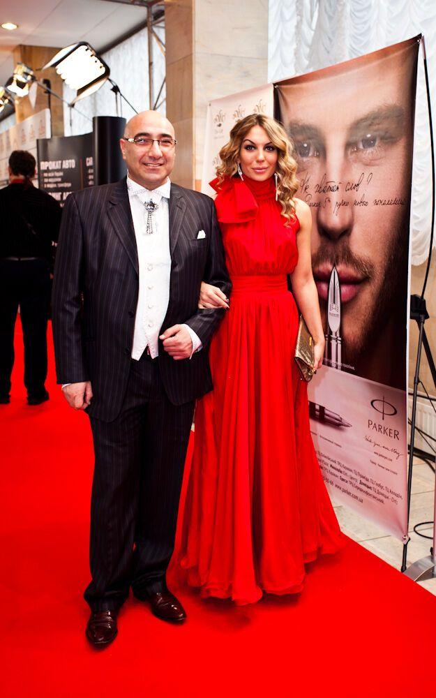 """Зірки хизувалися на червоній доріжці премії """"Людина року"""". Фото"""