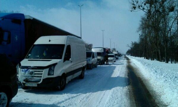 На трассе Киев-Житомир образовалась пробка в 70 км