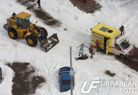 В Киеве трактор, убирая снег, убил пешехода. Фото