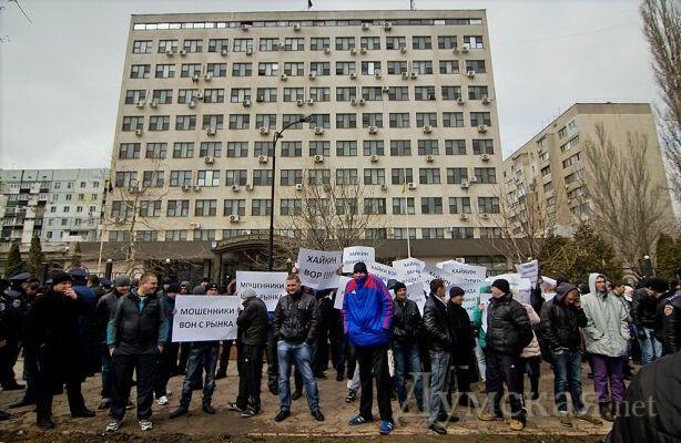 Стрельба у суда в Одессе: ранены люди. Обновлено