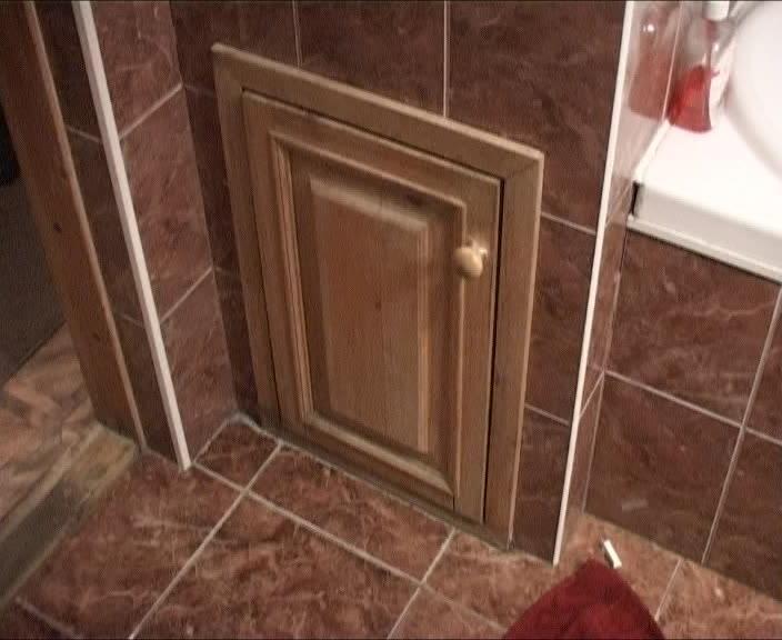 Питерские проститутки прятались от полиции в бельевом ящике