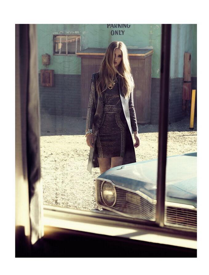 """Кукла из """"Трансформеров 3"""" в свежем Vogue"""