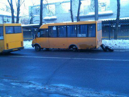 В Сумах маршрутка на ходу потеряла два колеса