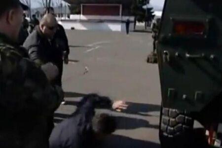 Премьер Хорватии упал с бронетранспортера. Фото. Видео