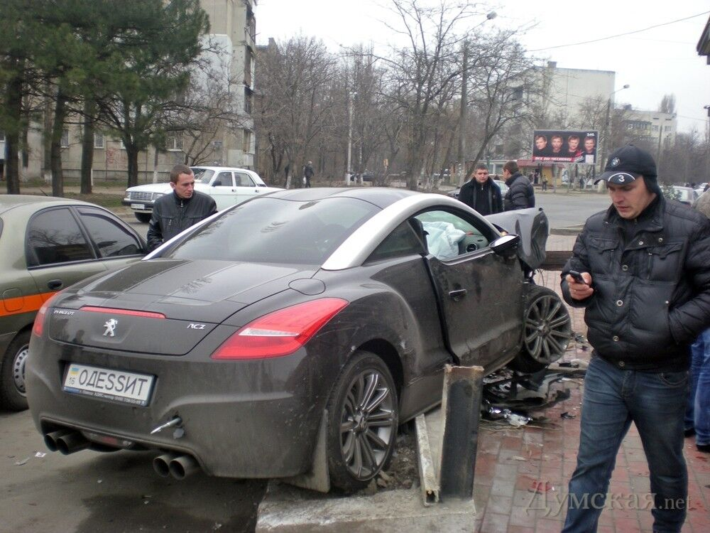 В Одессе подросток устроил ДТП: есть пострадавшие