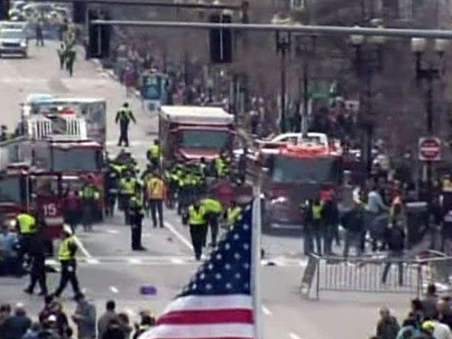 Взрывы в Бостоне: пользователи Twitter разглядели на фото подозрительного мужчину
