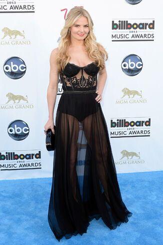 Звезды на Billboard Music Awards удивили вульгарными нарядами