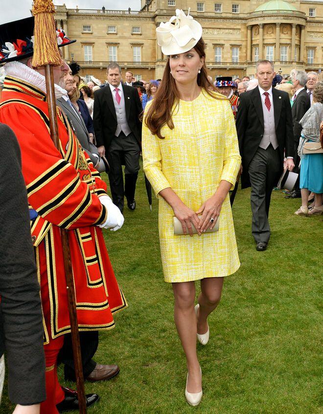 Кейт Миддлтон сияет на садовой вечеринке Елизаветы II