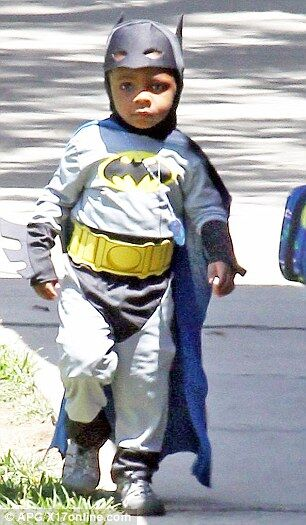 У Сандры Баллок появился маленький Бэтмен