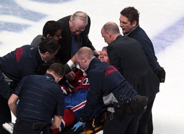 Лед и кровь. Хоккеиста нокаутировали во время матча НХЛ. Фото. Видео