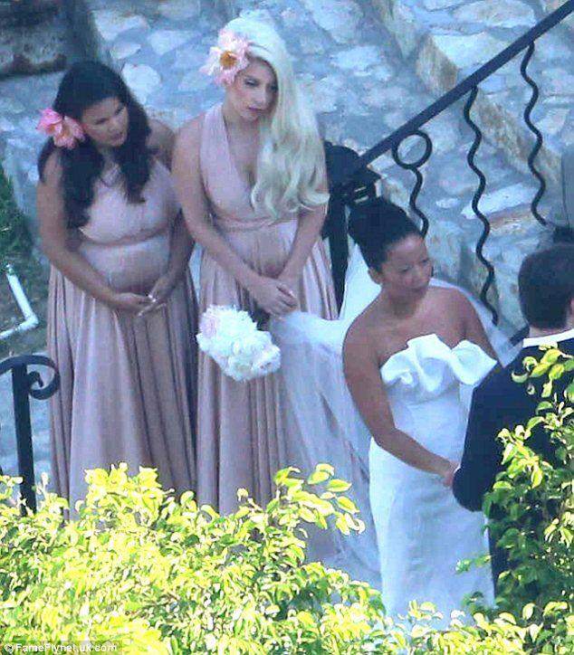 мог откликнуться леди гага на свадьбе подруги сони фото место подарок природы