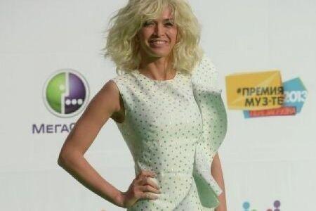 Брежнєва обрізала свої шикарні волосся. Фото