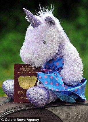 Дівчинка в'їхала до Туреччини за паспортом єдинорога