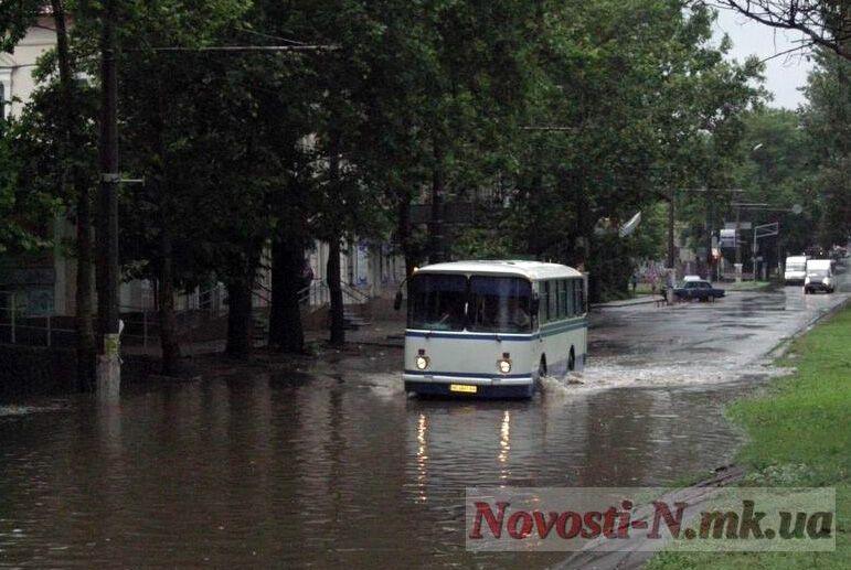 """Миколаїв """"поплив"""" після потужної зливи"""