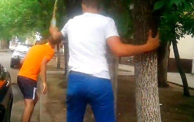 Борці з педофілами облили сечею помічника нардепа-регіонала
