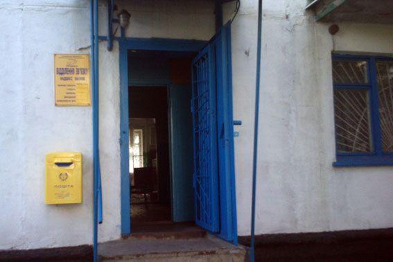 П'яний хлопець, озброєний кувалдою, пограбував пошту на Донеччині