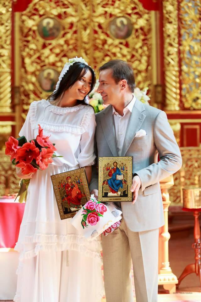 Экс-нардеп Коновалюк обвенчался с молодой женой
