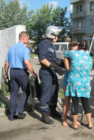 На Кіровоградщині рятувальники зняли дівчину з чужого балкона