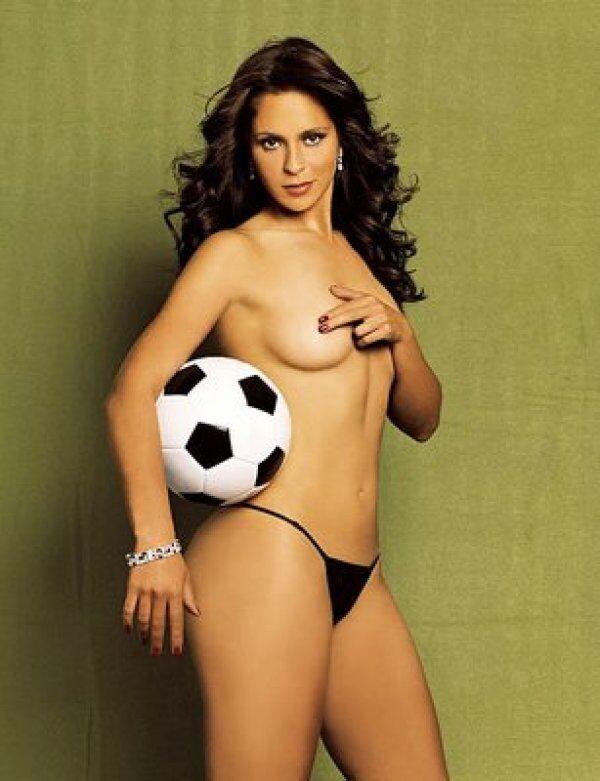 Футбольный арбитр снялась для Playboy