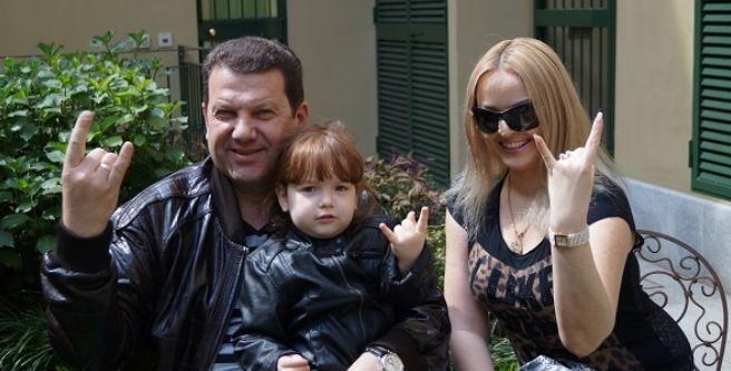 Нардеп Куніцин показав свою молоду коханку