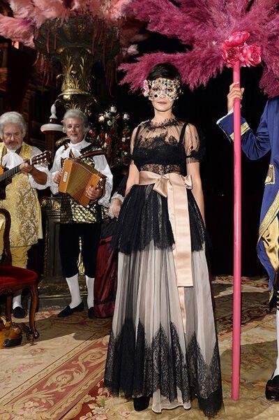 Дольче и Габбана устроили невероятный маскарад в Венеции