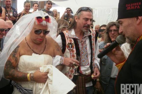 Карр і його дружина підписали весільні клятви кров'ю