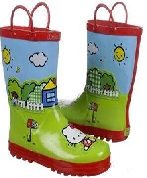 Наближається осінь - і найважливішим взуттям стають гумові чоботи. Особливо  це актуально для дітей 1d2fbc80e7f06