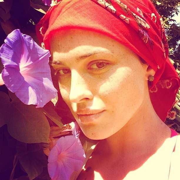 Даша Астаф'єва вразила обличчям без макіяжу