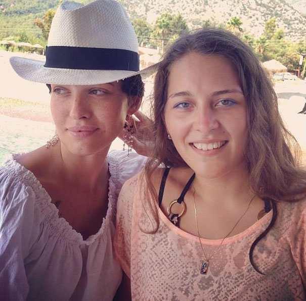Даша Астафьева поразила лицом без макияжа