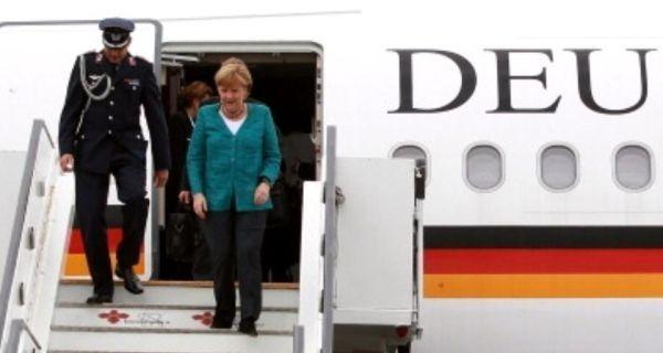 Бодибилдер в трусах устроил дебош в самолете Меркель