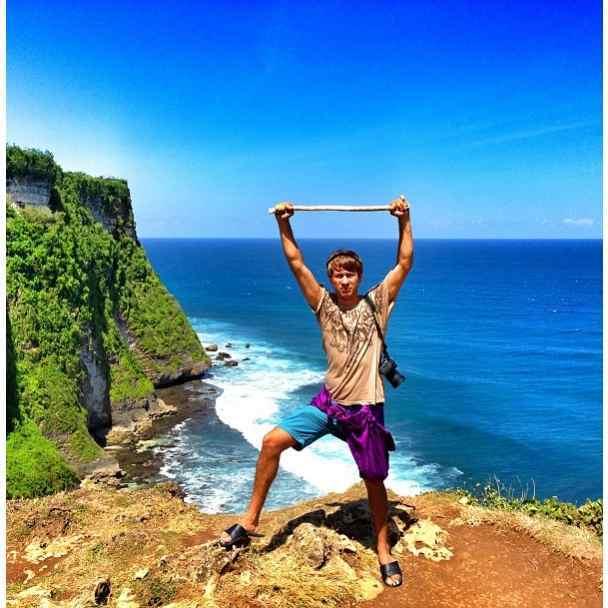 Внук экс-министра путешествует по Индонезии и Сингапуру