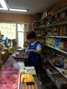 У Криму жінку викинули з магазину за прохання видати книгу скарг