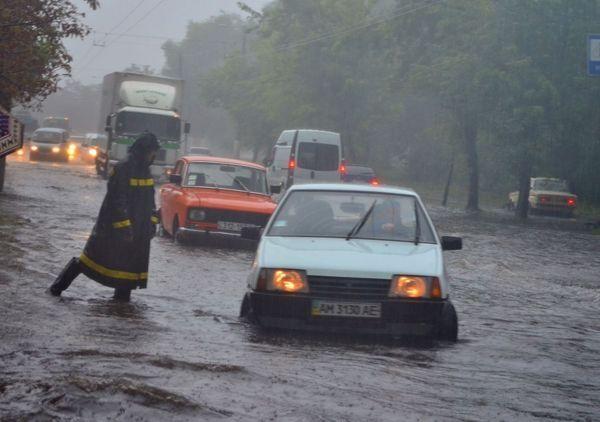 Сильна злива перетворила Житомир до Венеції