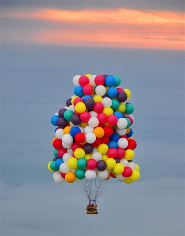 Екстремал відправився через Атлантику на повітряних кулях