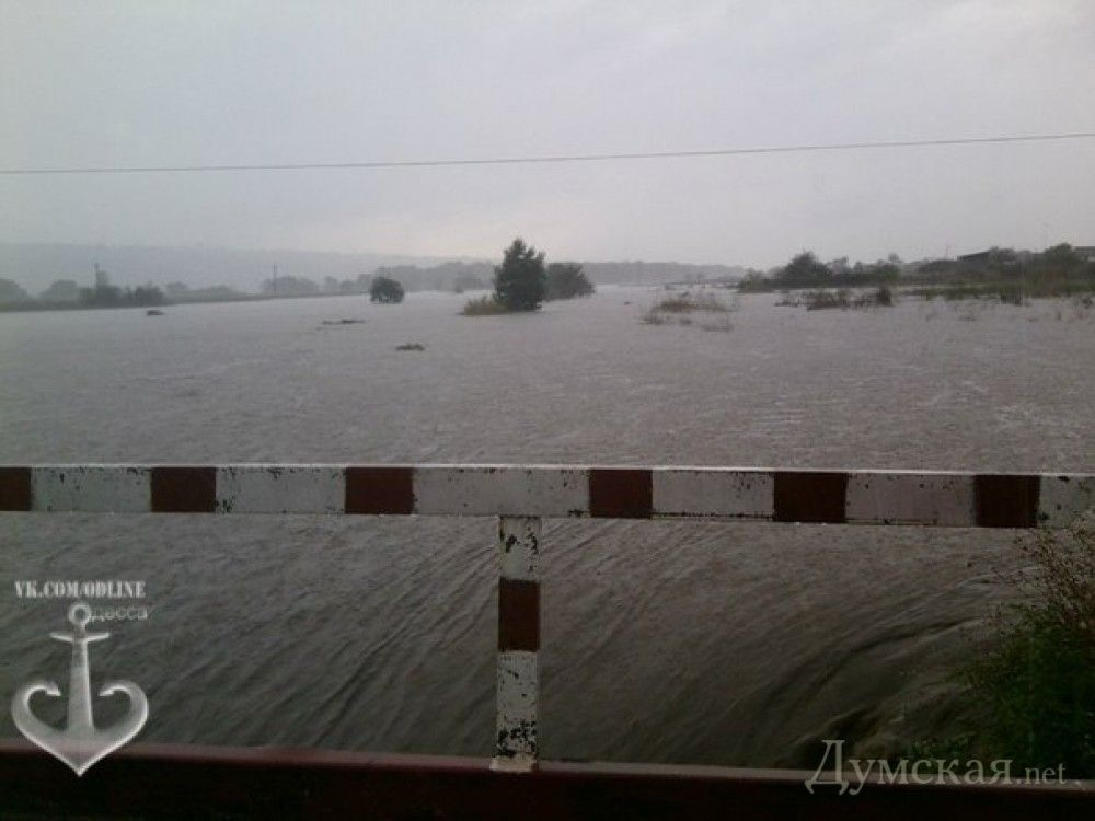 На Одещині прорвало дамбу: йде евакуація людей