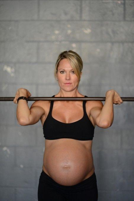 Жінка, тяга штанги на 8-му місяці вагітності, підірвала Інтернет