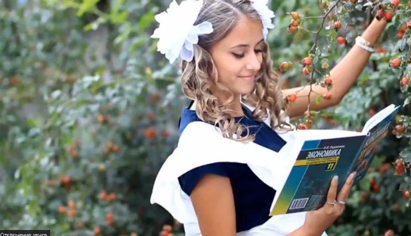 Еротична фотосесія школярок викликала скандал в Луганську