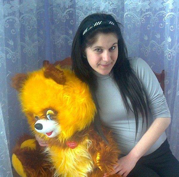На Львівщині 17-річна дівчина, рятуючись від гвалтівників, вистрибнула з 5 поверху