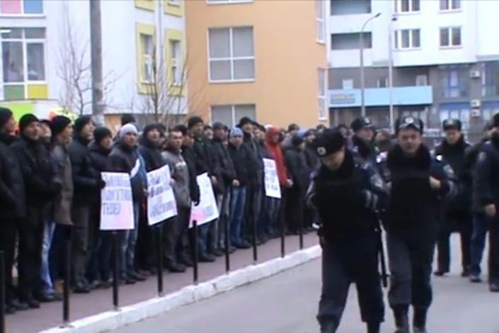 В Киеве пикетировали дом, где живет свободовец Мирошниченко