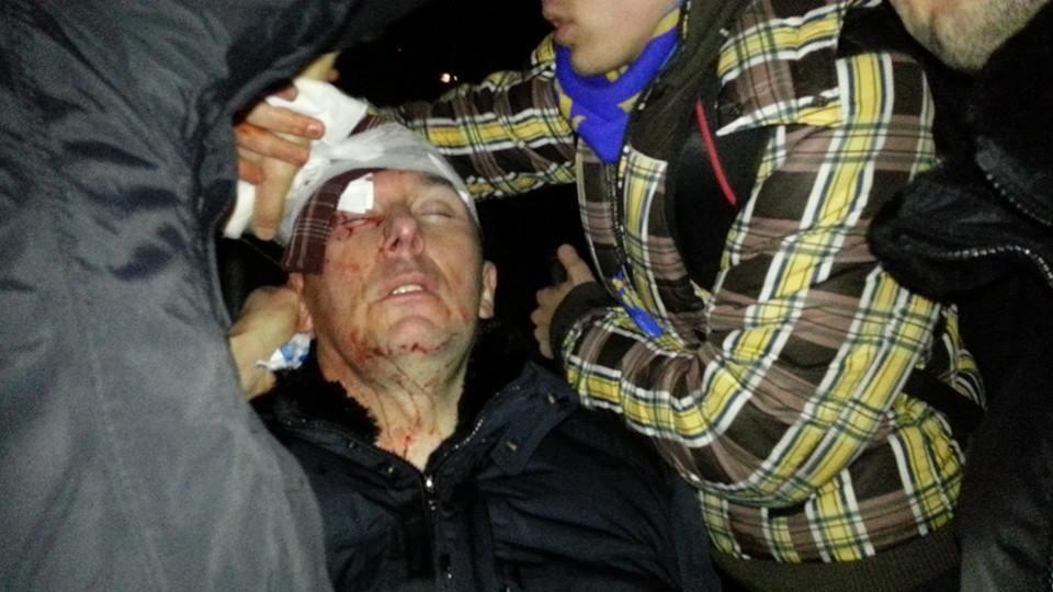 """Луценко разбили голову в драке с """"Беркутом"""""""