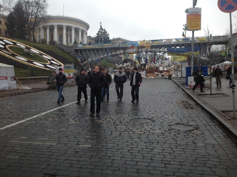 """Титушки"" проникают на Евромайдан"