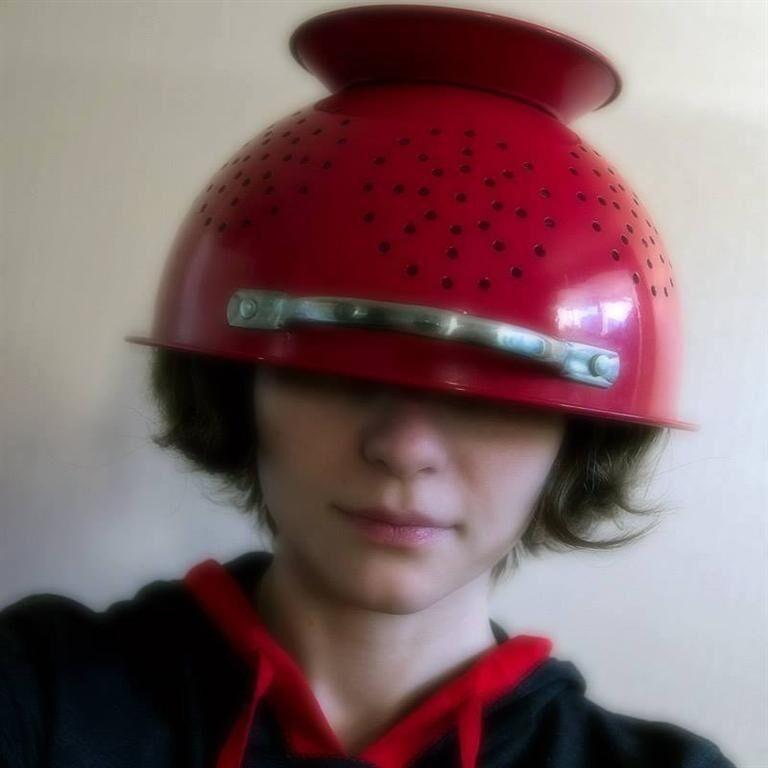 Полковник резерву розповів, чому не можна шолом замінювати каструлею на голові