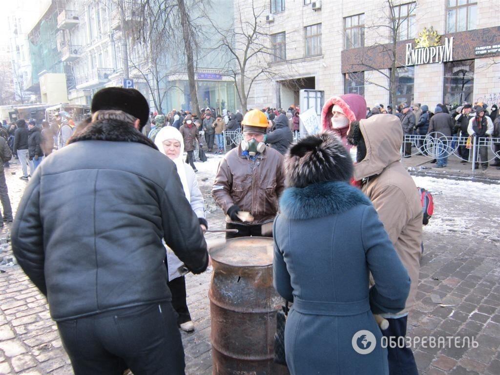 Мітингувальники проти спецназу: протистояння в центрі Києва триває
