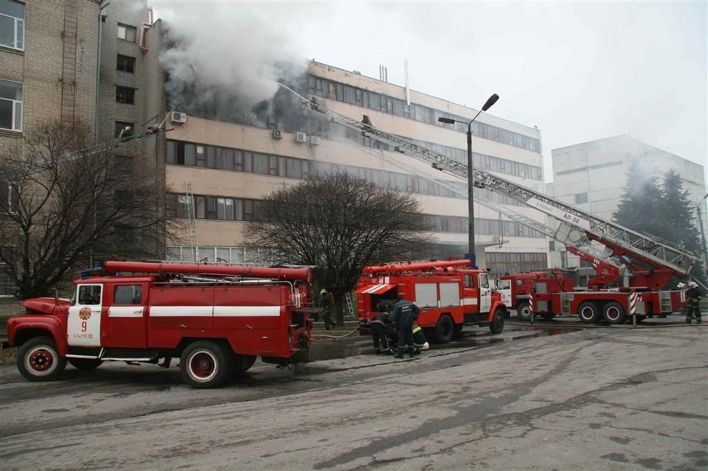 По факту пожара на заводе в Харькове открыли производство