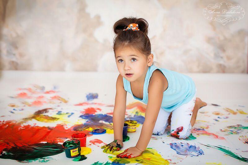 Мир малышей с аутизмом. Даша ходит на носочках