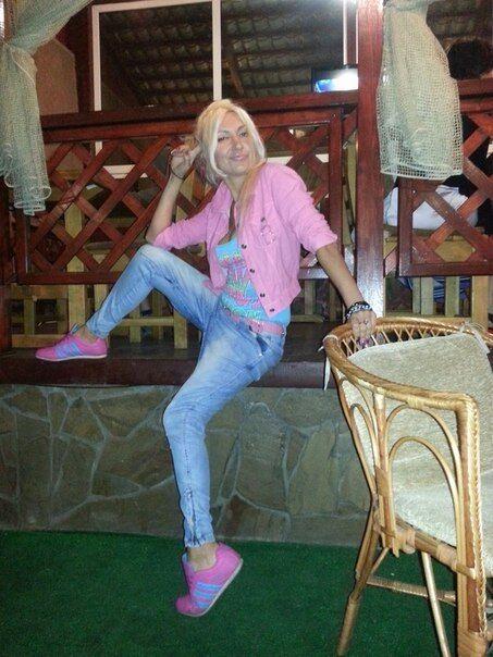 """В Верховную Раду от Мариуполя пытается пройти """"багиня"""" с раздвинутыми ногами"""