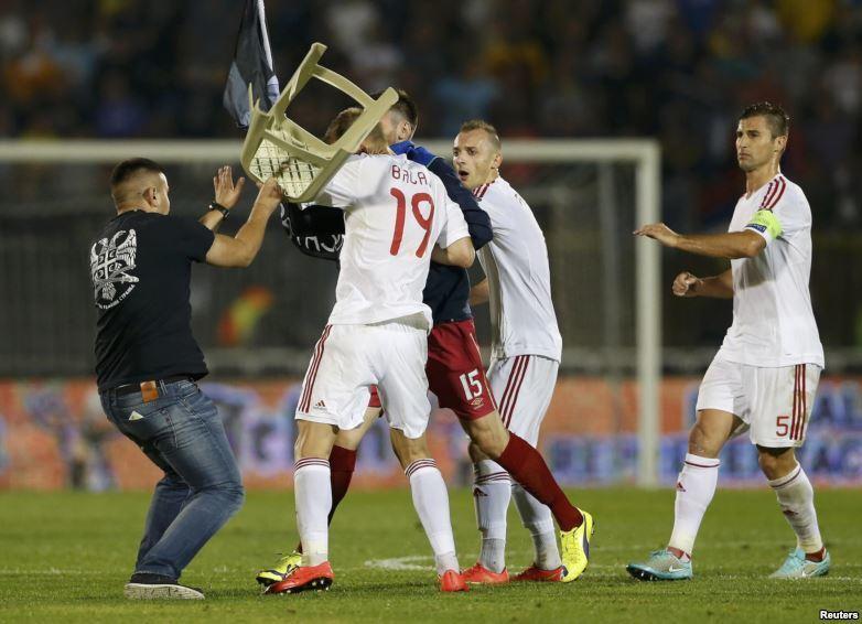 Опубликованы фото беспорядков на матче отбора Евро-2016 Сербия – Албания